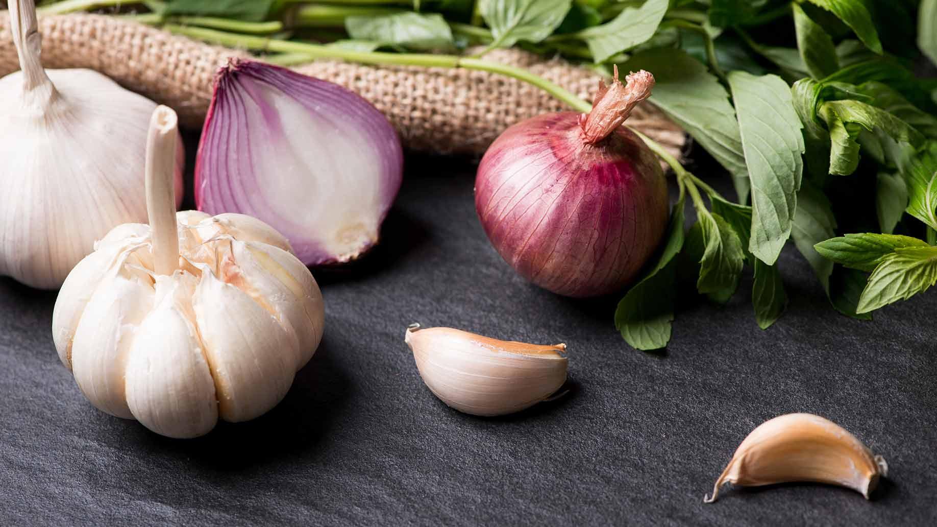 garlic-onions-hair-loss-thinning-balding-natural-remedies