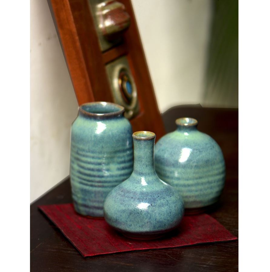 STONEWARE 5 GARLIC MINI VASE..